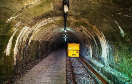 煤矿巷道贯通时的通风与安全管理技术